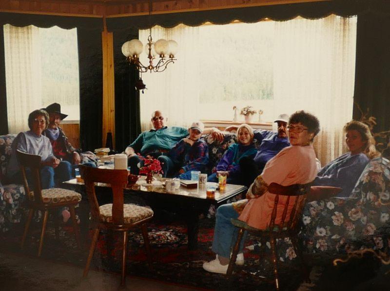 Mama und Papa bei Helmut und Helga sowie Sylvia in Kanada; Gaby, Jim, Lexi und Chris haben sie mitgenommen.