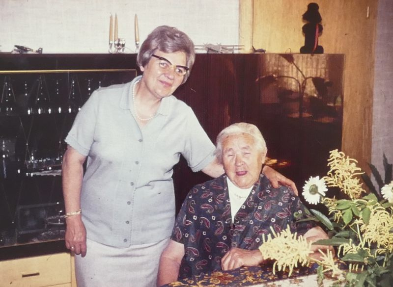 Oma und Tochter Therese