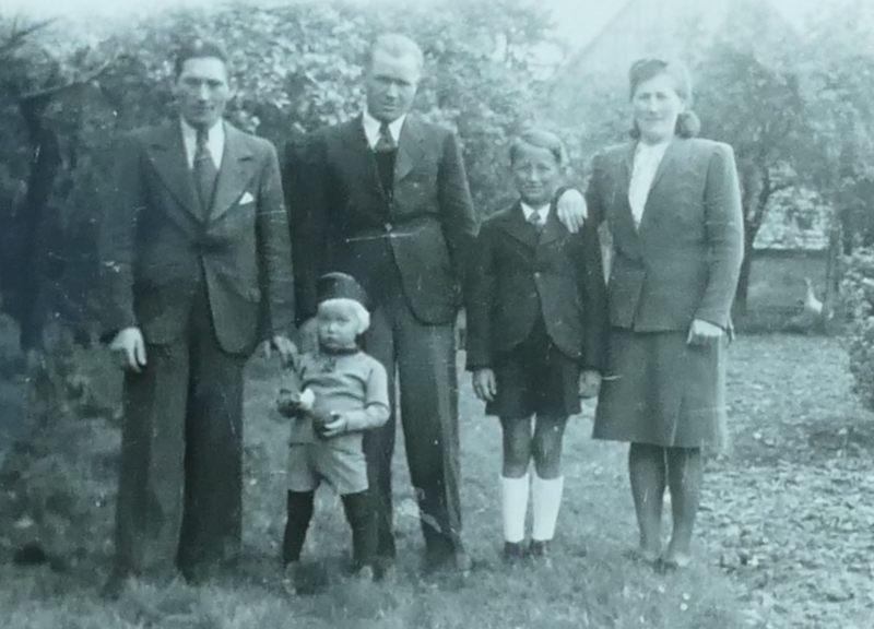 Ewald, Alwis, Helmut, Maria und ???