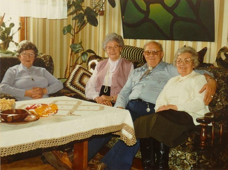 Viermal Geschwister Weber: Änne, Elli, Heinz, Threse