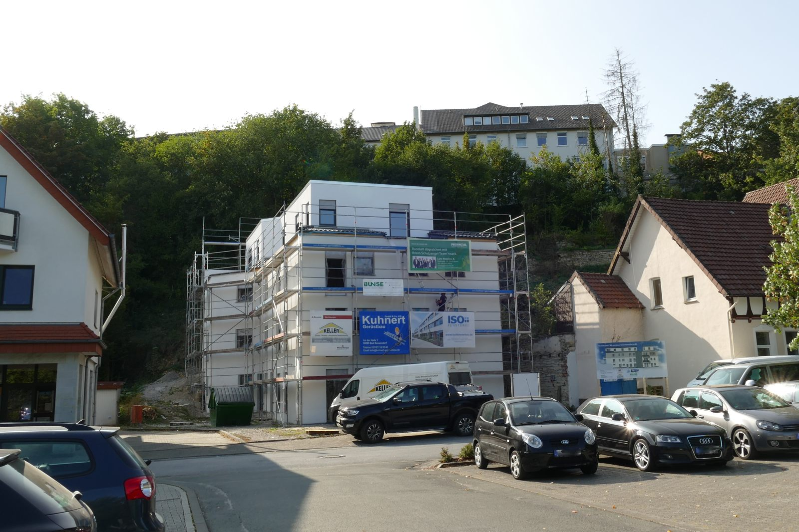 Neubau am unteren Bruchberg - oben das ehemalige Krankenhaus