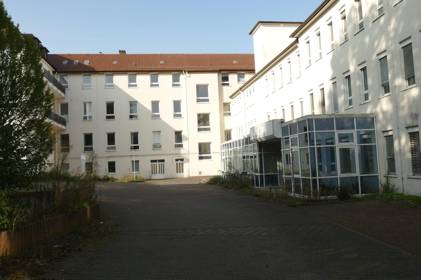St. Nikolaus Hospital B: Papa letztlich im Jahr 2000