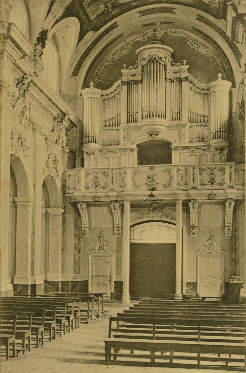 Jesuitenkirche hinten mit Orgel 1905