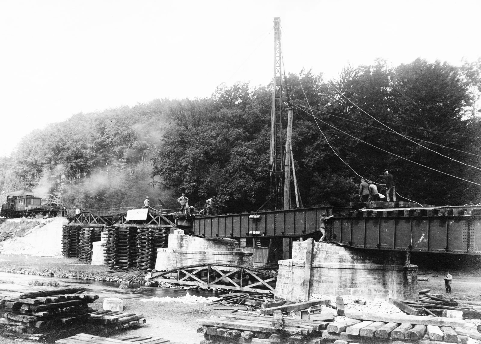 02 Brenken Ahden Brückenbau mit Lok 1897