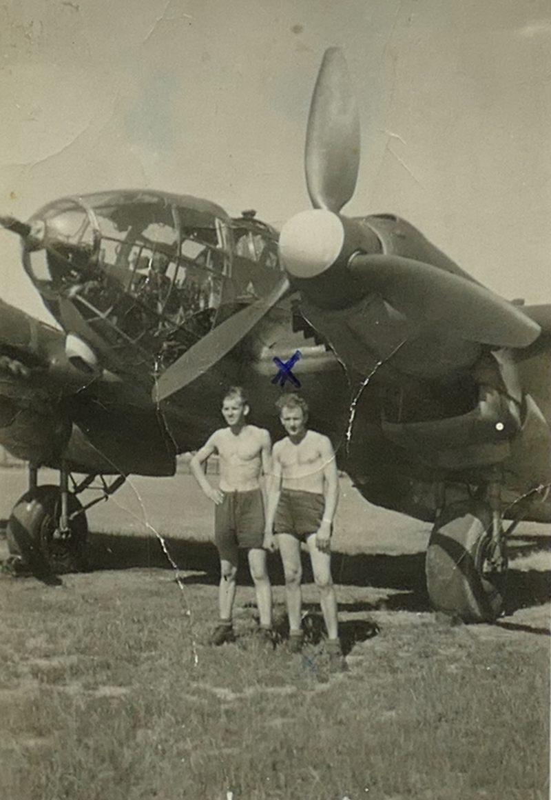 1943 Papa vor He111