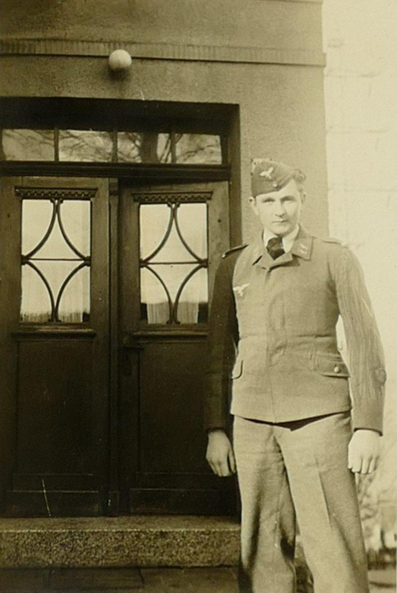 1943 Papa vorm Haus