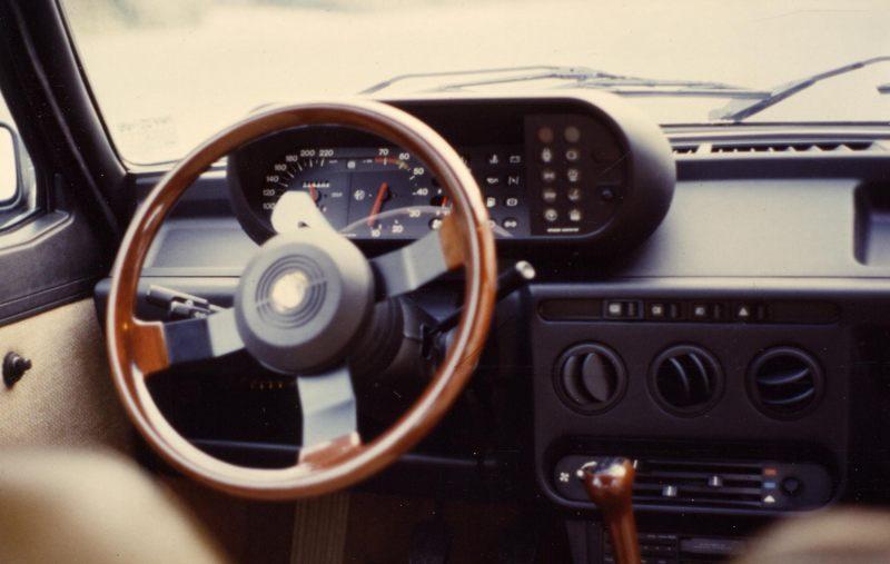 1986 AR Gulietta Lenkrad