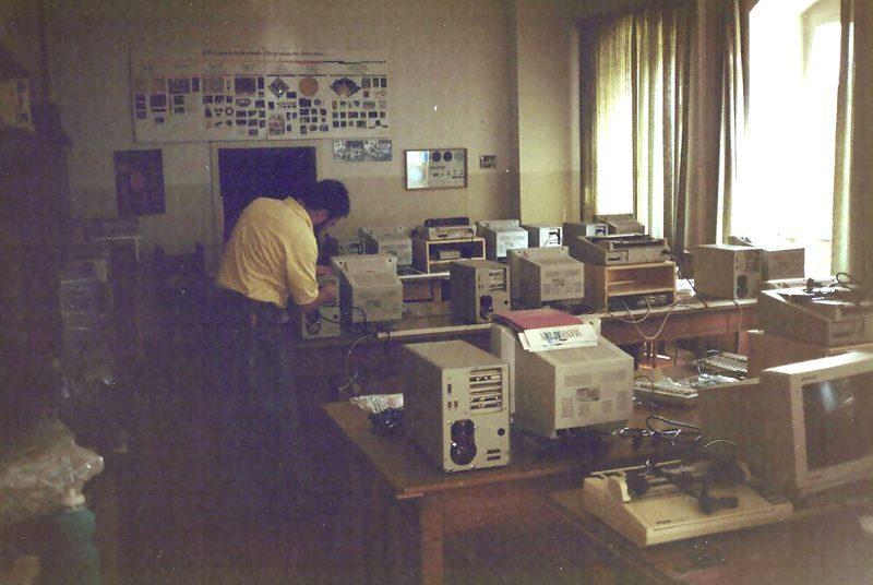 1992 B04 Aufstellen Schule