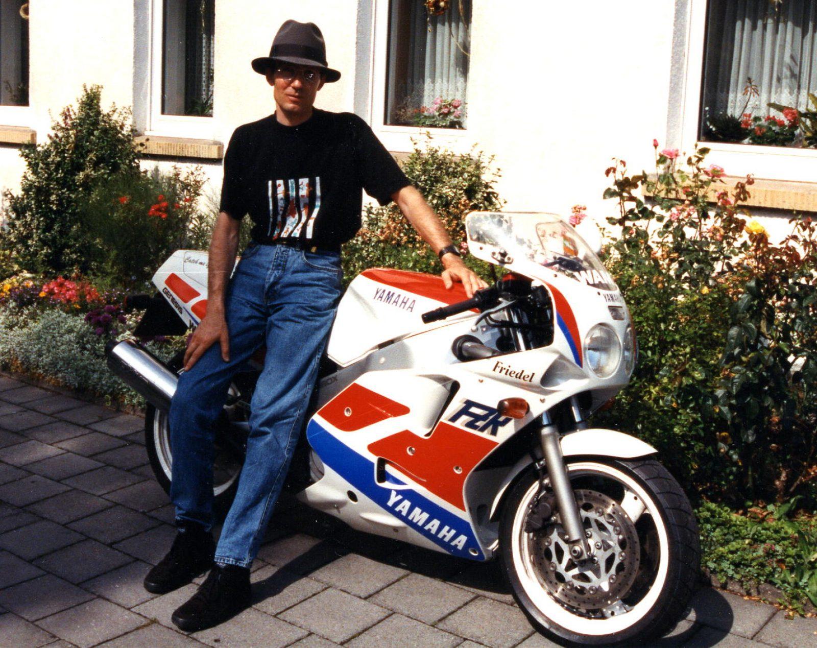 1993 Yamaha FZR1000 FW