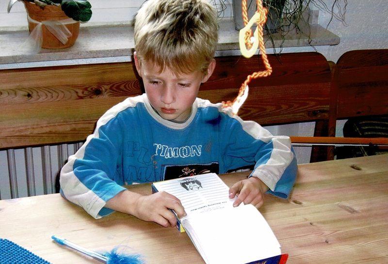 2006 Lukas am Tisch
