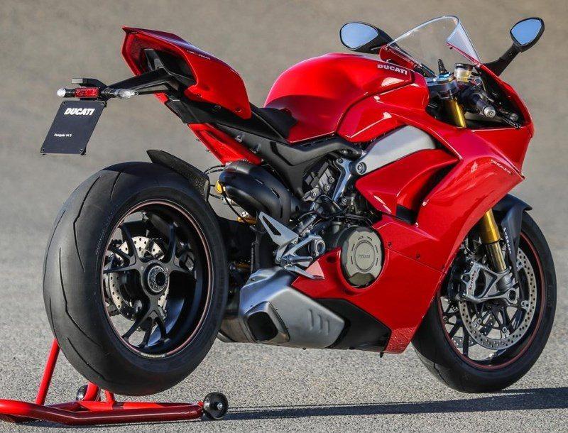 2010er Ducati Panigale V4S B1