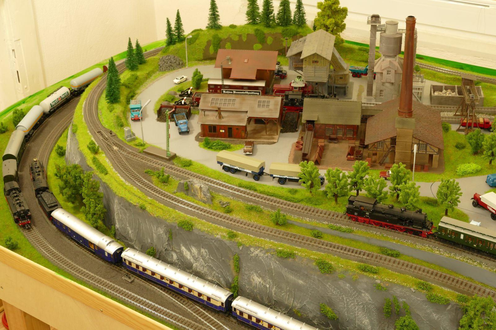 Kohlenhandlung, Ziegelei, Lagerhaus, Betonmischwerk