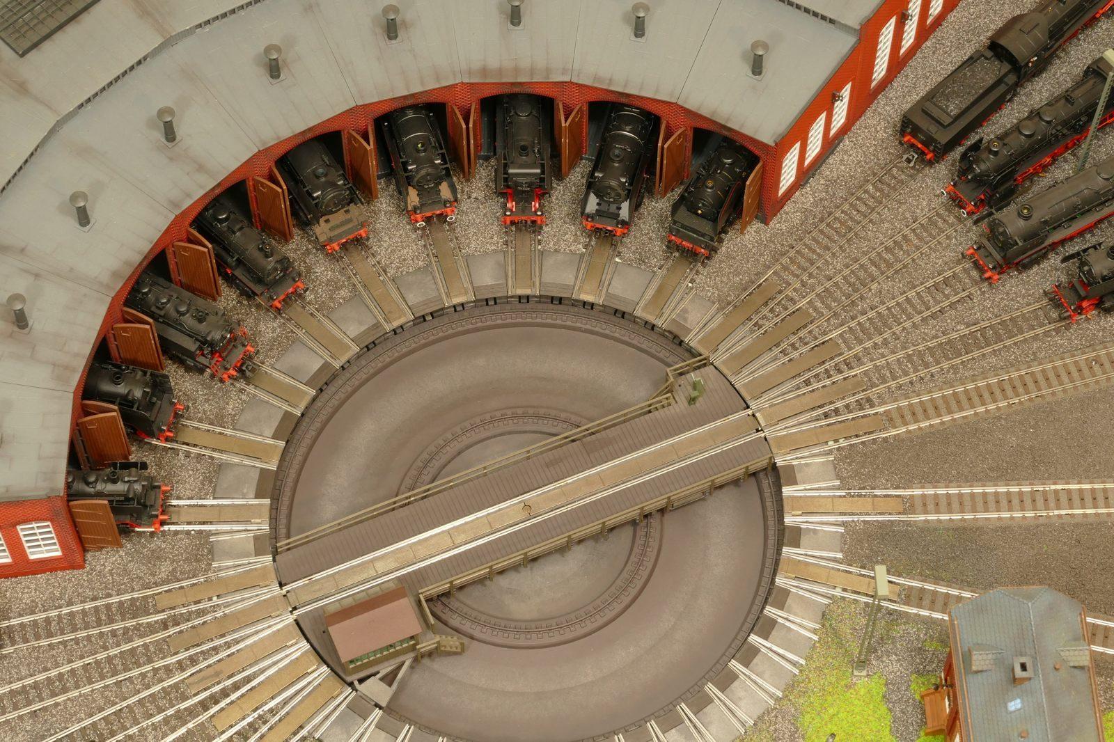 Luftaufnahme des Bw-Lokschuppens, hier gezoomt