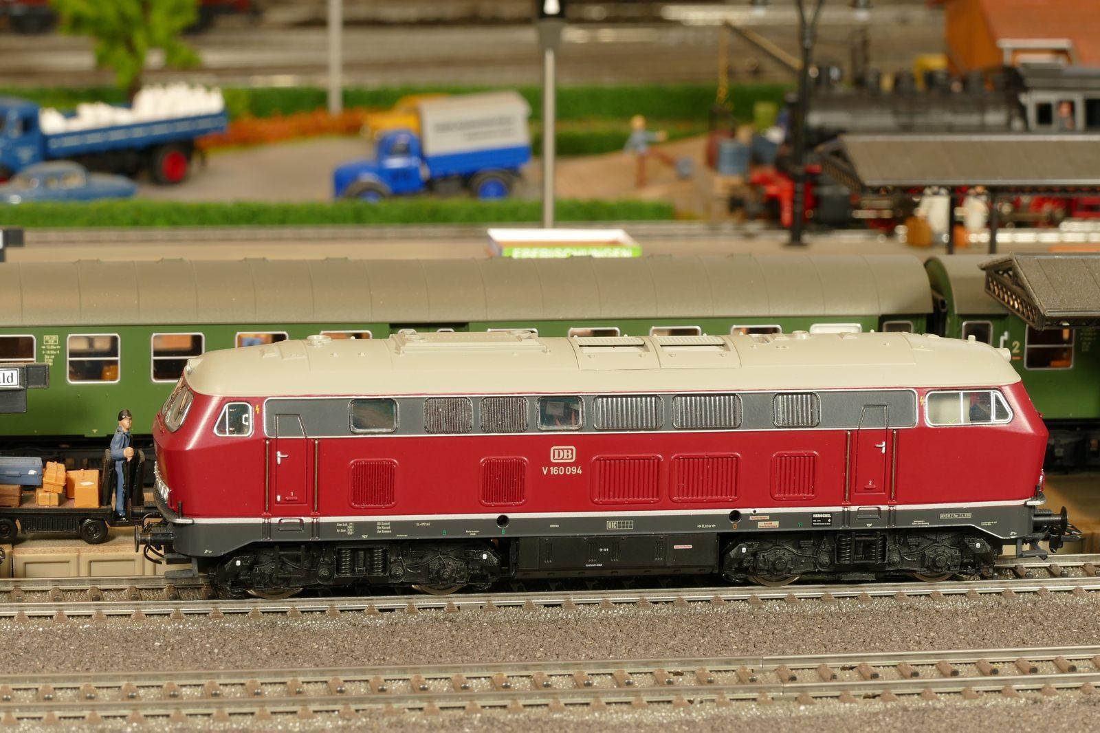 V160 zog auch den Heckeneilzug in den 1970er Jahren