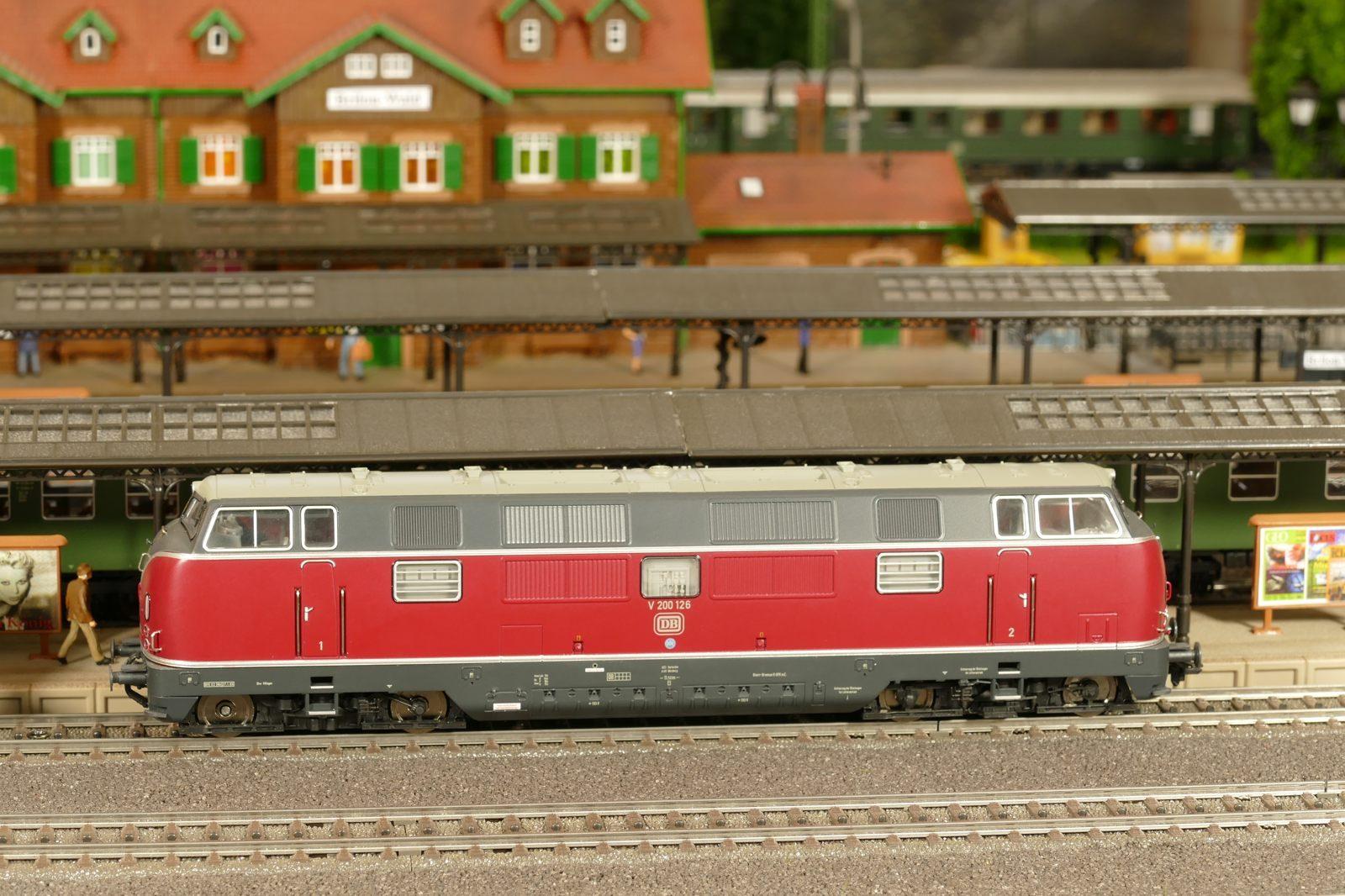 Deshalb kam die V200.1, ab 1968 als BR 221 geführt; 2700PS.