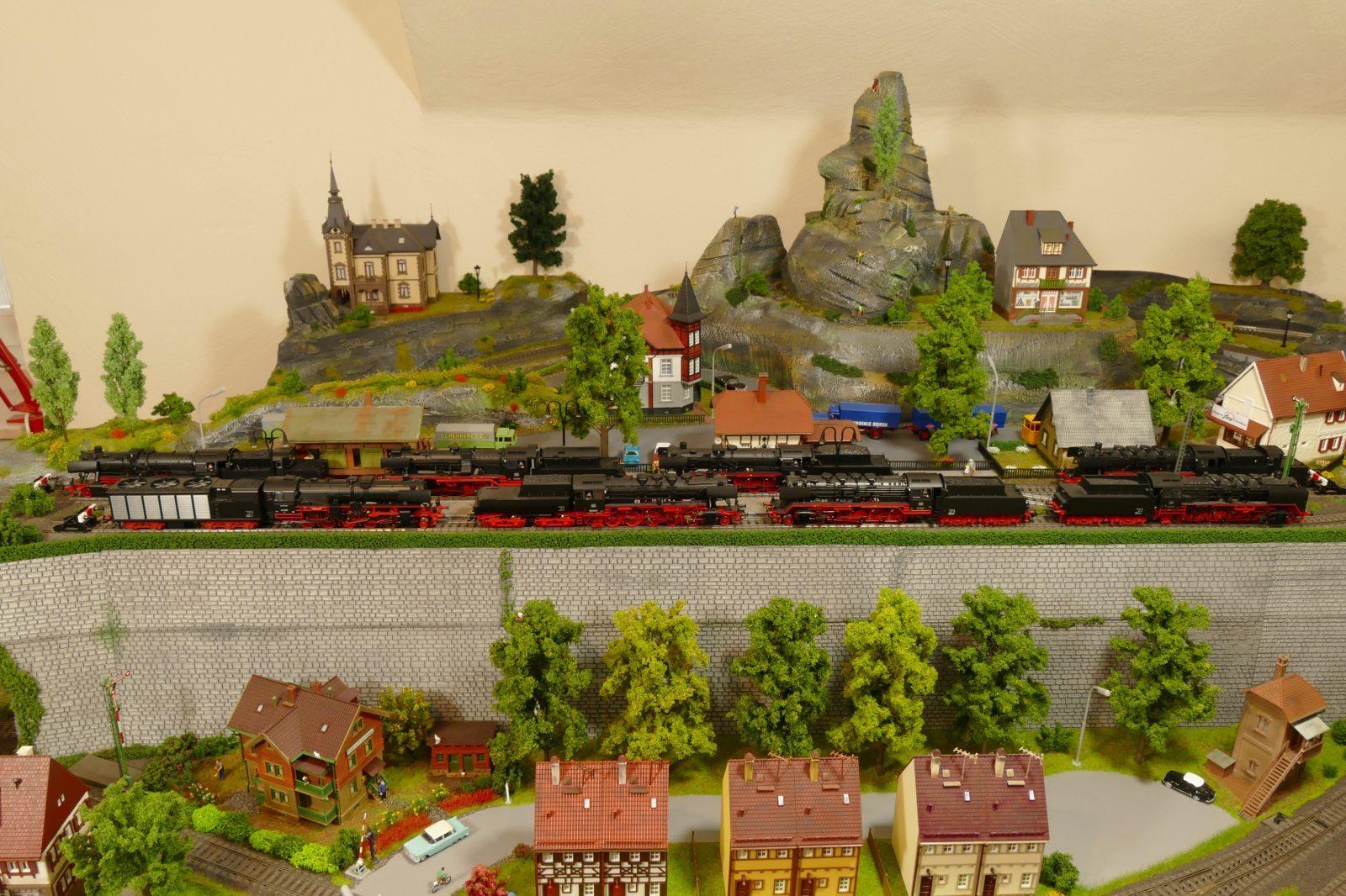 Silbach: hier versammeln sich acht BR 50-Loks!