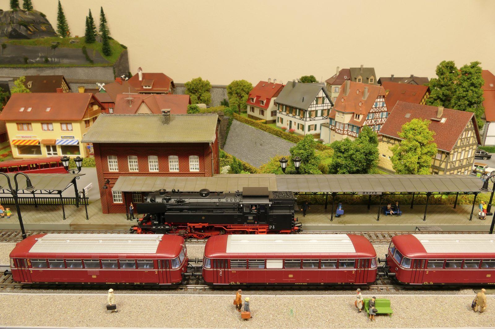 Der Bahnhof Büren von oben