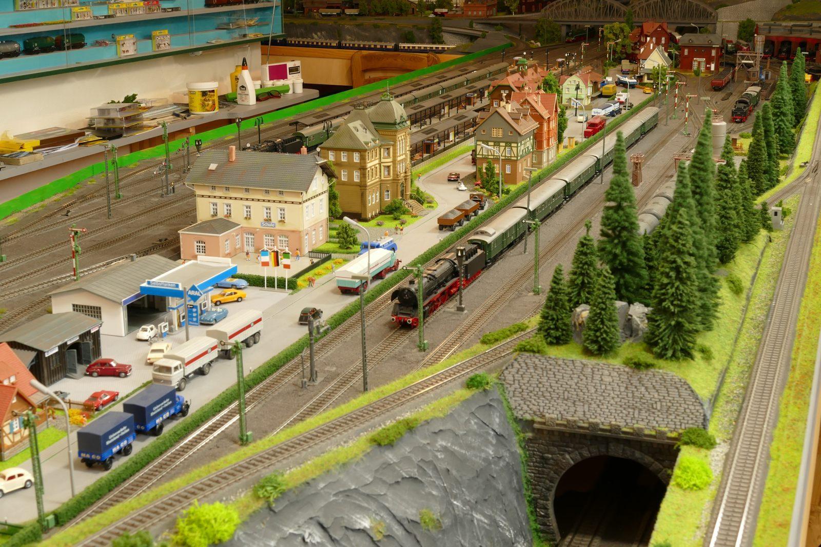 Der Brilon-Wald Bahnhof mit den Güterzuggleisen