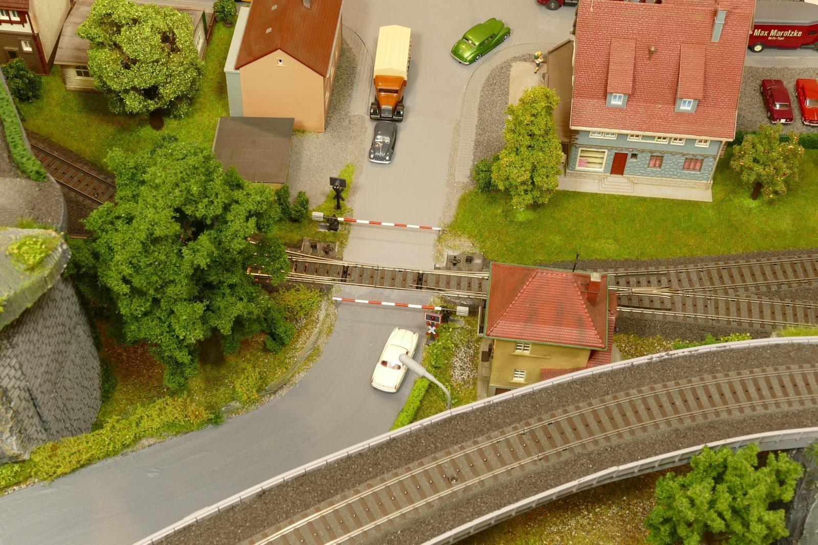Bahnübergang von oben