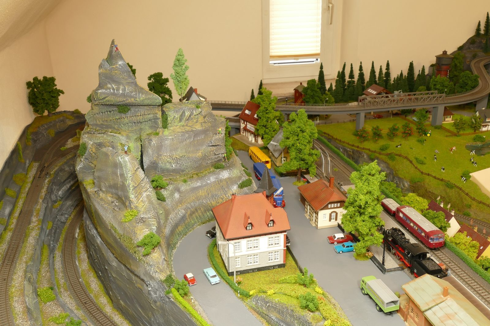 Silbach und Berganlage