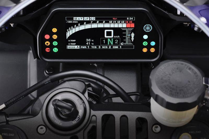 2020er Yamaha YZF R1 Cockpit0800