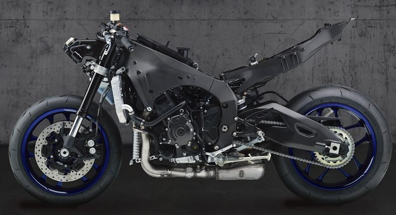 2020er Yamaha YZF R1 links naked0800