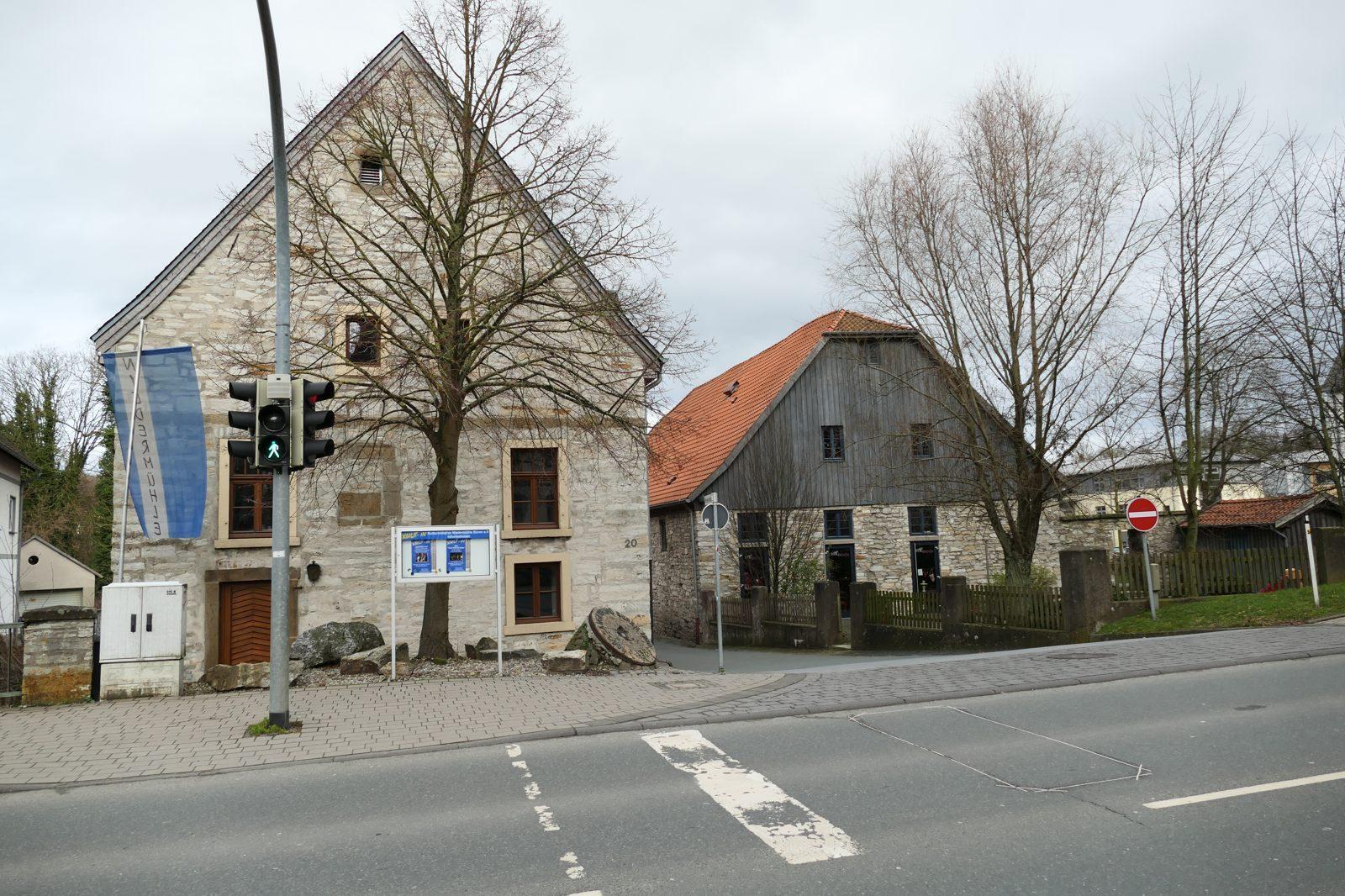 Eine ehemalige Mühle neben einem Cafe