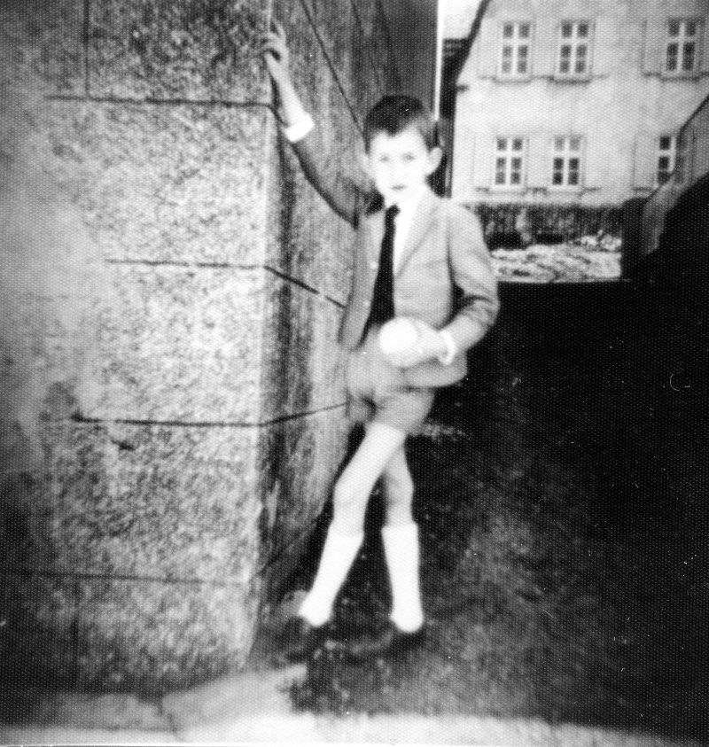 WH 1967 Raimund hinterm Haus