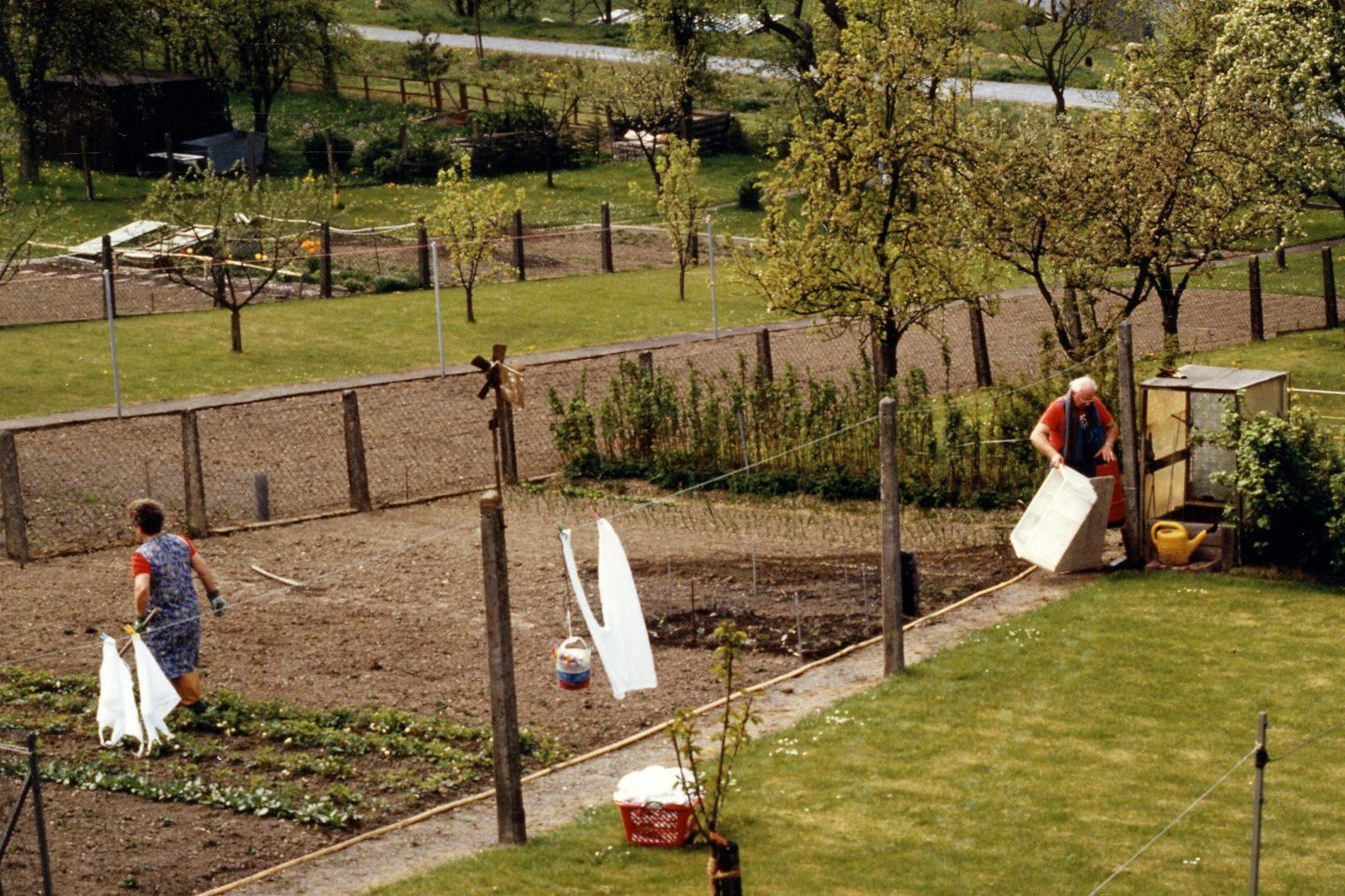 WH 1989 Gartenarbeit MamaPapa1 1600