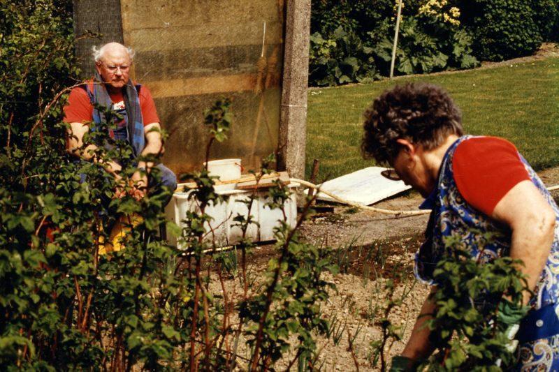 WH 1989 Gartenarbeit MamaPapa2 800