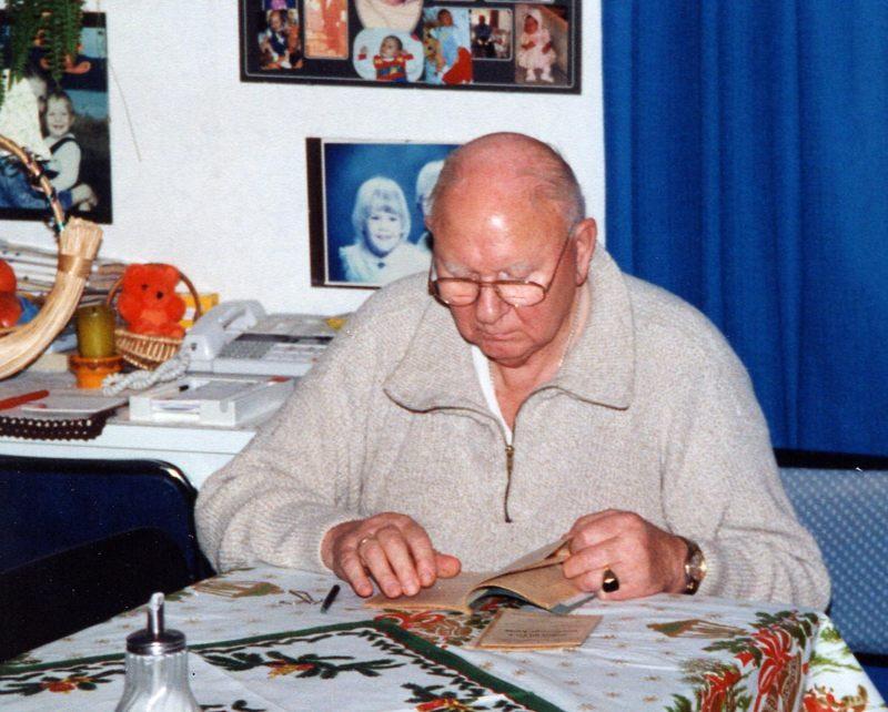 WH 1997 Papa am Tisch 800